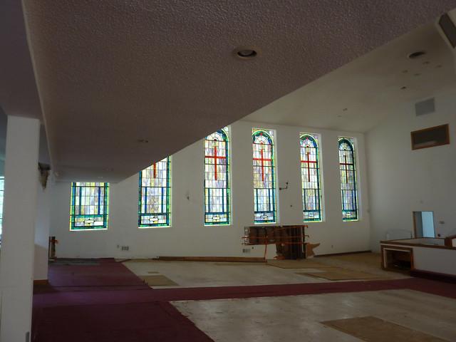 P1100165-2012-07-13-Lizzie-Chapel-Baptist-Church-Inman-Park-Atlanta-Sanctuary-west-windows-under-balcony-full