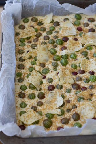Marzipan and gooseberry cake / Martsipani-tikrikook / Karusmarjakook martsipaniga