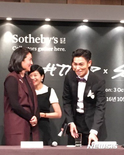 TOP TTTOP x Sothebys Press Con 2016-09-19 (21)