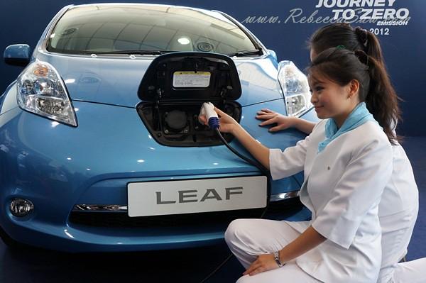 nissan leaf - all electric car-022