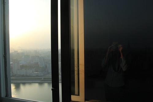 city sunset window 日落 pyongyang dprk 朝鲜 平壤 canoneos60d yanggakdointernationalhotel