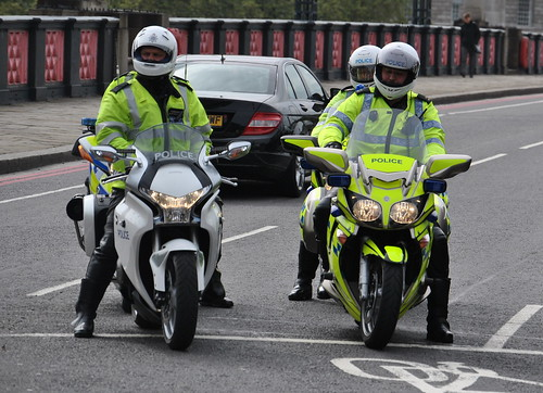 Metropolitan Police Honda VRF1200F Vs City of London Police Yamaha FJR1300A