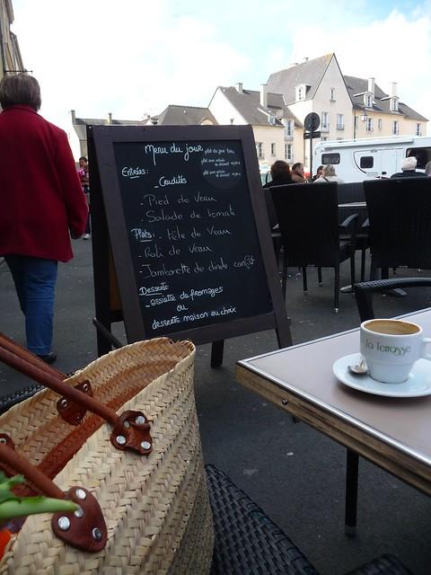 Une Noisette at the Café