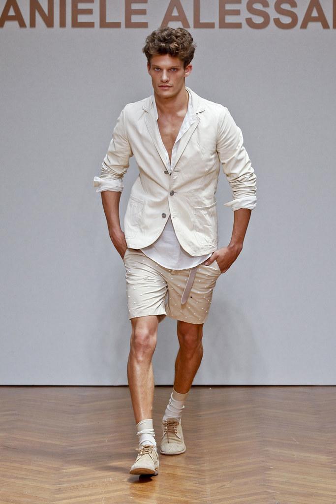 SS13 Milan Daniele Alessandrini015_Danny Beauchamp(fashionising.com)