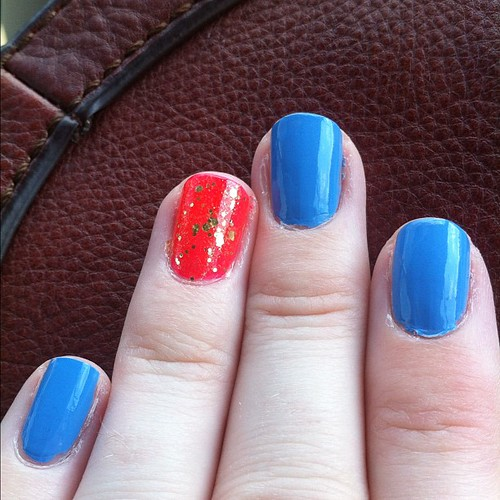 What started as a 4th of July manicure turned into a @kellysued @kellysue Captain Marvel tribute