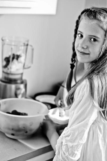 Saskia making her famous milkshake:)