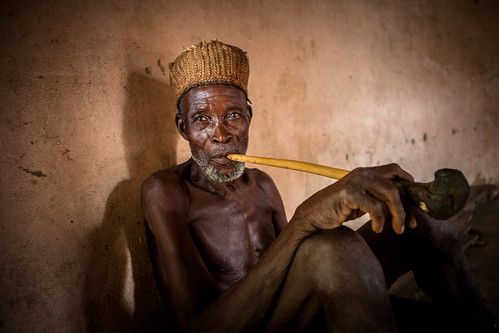 Taneka fetish priest smoking the typical pipe by anthony pappone photographer
