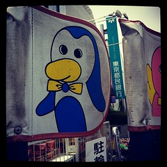 テスコ前にて。こらいいペンギンやわ!