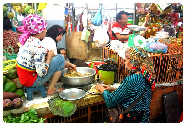 phnom penh central market chicken ladies