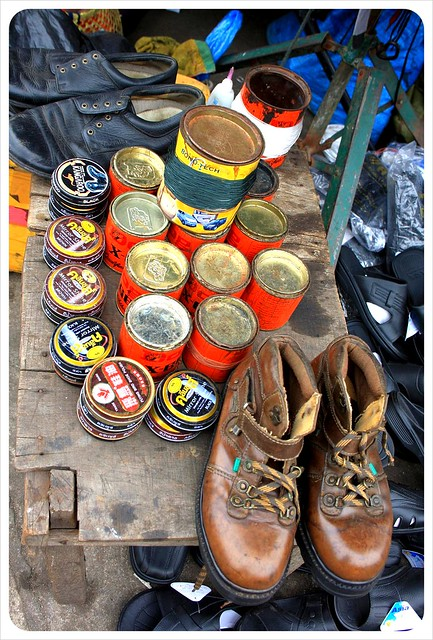 phnom penh shoe shine stall