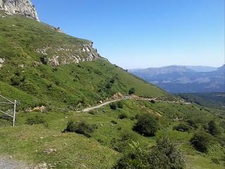 Las escarpadas laderas de Peña Lekanda (1.309 m.)