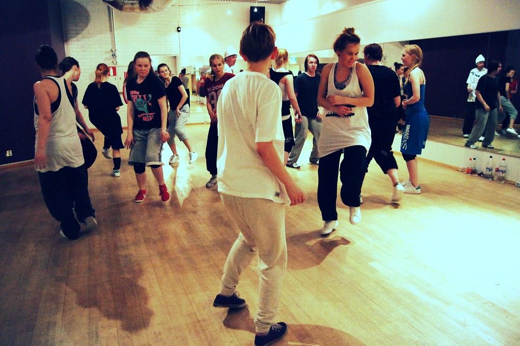 tanssijuttuu 236-001