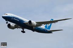 N787BX - 40692 - Boeing - Boeing 787-8 Dreamliner - Luton - 120424 - Steven Gray - IMG_1415