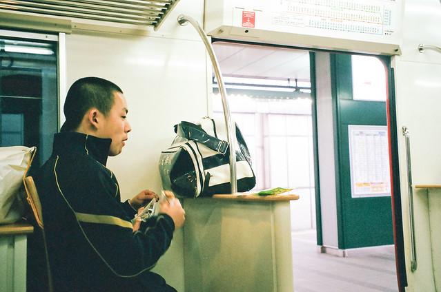 九州的電車吃東西似乎很尋常