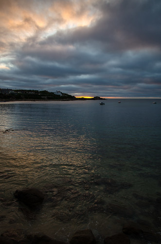ocean houses sea england green beach water clouds sunrise reflections boats bay coast rocks unitedkingdom horizon wolken oldtown sonnenaufgang stmarys oldtownbay islesofscilly bucht
