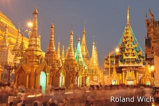Yangon - Shwedagon at Dusk