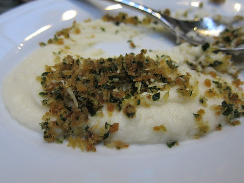 Creamed cauliflower with Berkswell cheese