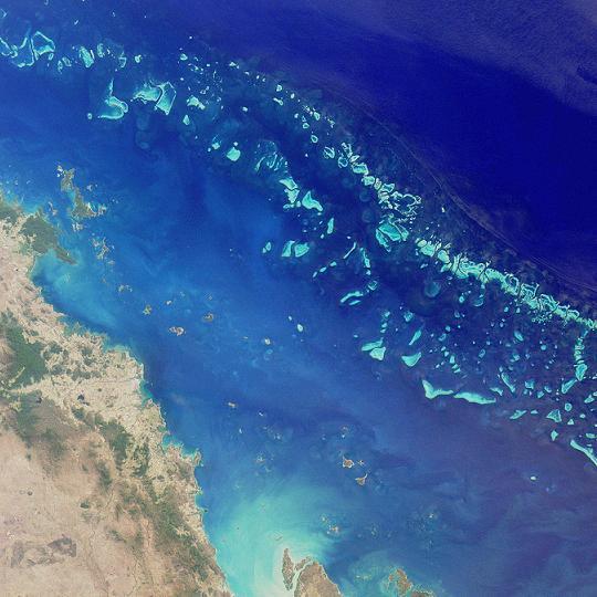 澳洲大堡礁保護區不但保護自然環境,也保障100多萬澳洲人的經濟社會福祉。圖片來源:維基百科。