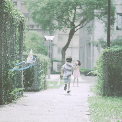 [フリー画像素材] 人物, 子供 - 男の子, 人物 - 後ろ姿, 凧 ID:201206270600