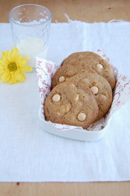 White chocolate butterscotch cookies / Cookies de butterscotch e chocolate branco