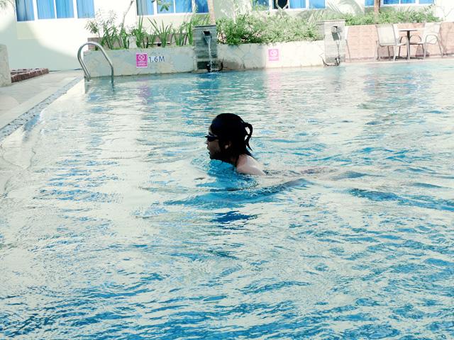 amelia swimming