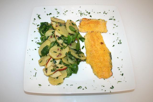 43 - Forellenfilet in Polentakruste mit grünem Kartoffelsalat / Trout fillet coated with polenta & green potato salad -  serviert