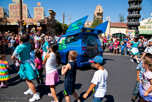 DJ's Dance 'N' Drive - Cars Land