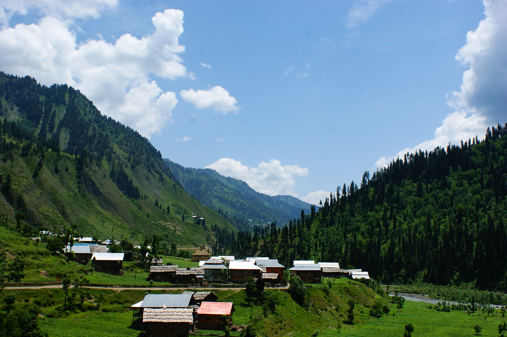 "MJC Summer 2012 Excursion to Neelum Valley with the great ""LIBRA"" and Co - 7608996564 eb8c4a44d5 b"
