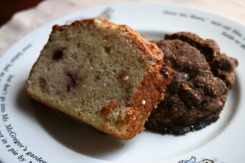 苺のパウンドケーキと、ブルーベリー&ウィートマフィン