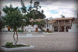 plaza-del-pueblo-de-quinua-ayacucho-peru