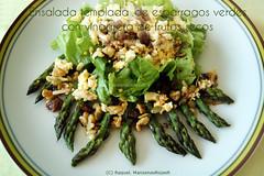 Ensalada templada de espárragos verdes con vinagreta de frutos secos