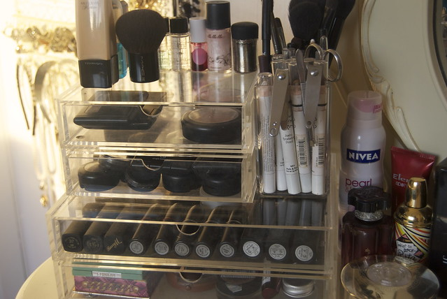 makeupstorage