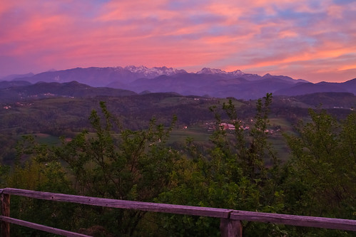 morning light alps sunrise fence colours before slovenia slovenija gora limbarska