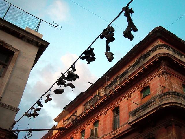 Fils et chaussures