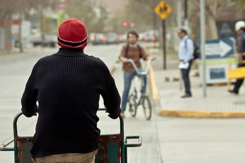 Sta Isabel, triciclo y bici a contramano