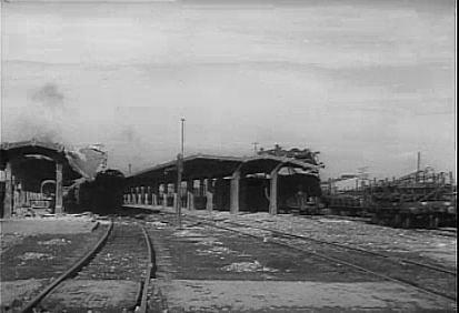 Peroanele de la Gara de Sud din Ploiesti dupa bombardament