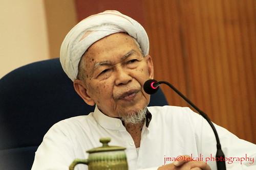 Dato' Bentara Setia Haji Nik Abdul Aziz bin Nik Mat by jma@tekali