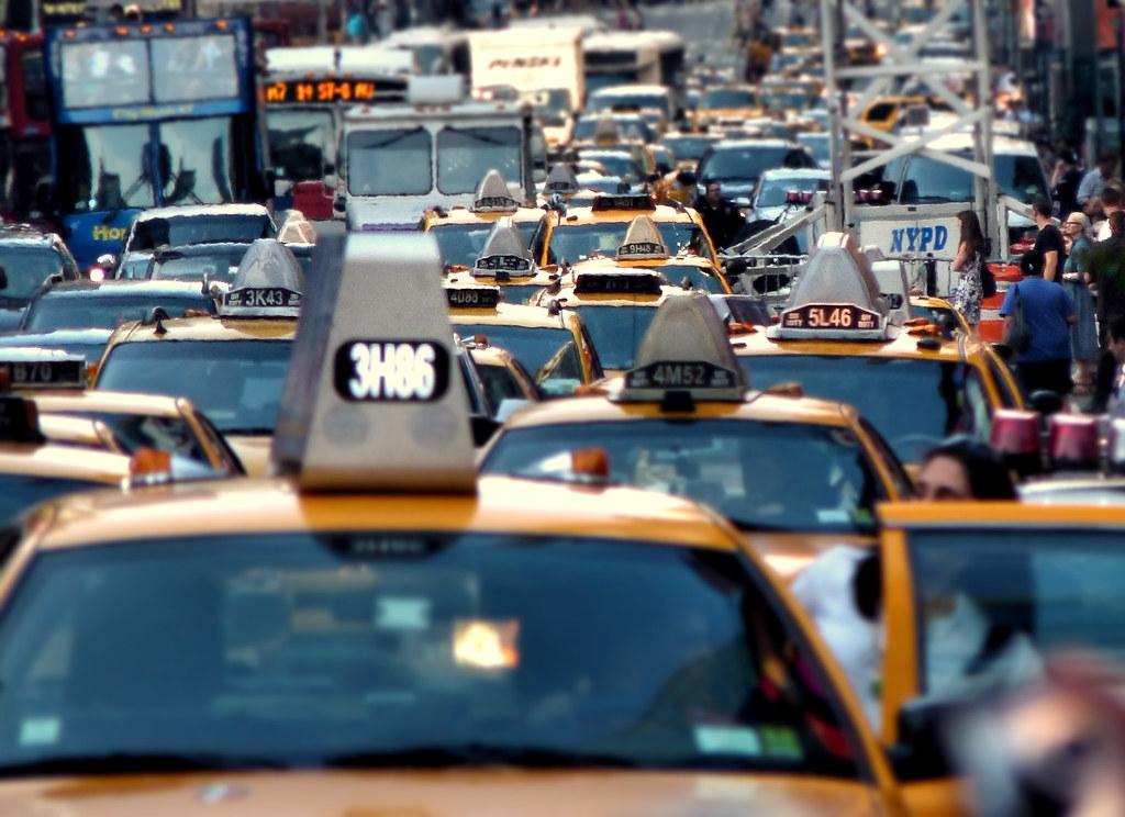 Tassisti in rivolta contro Uber, l'app per trovare auto a noleggio con conducente
