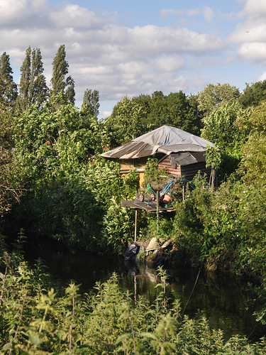 Allotment shed by the Wandle