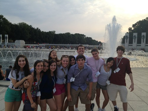 NSLC COMM Students Visit the WWII Memorial
