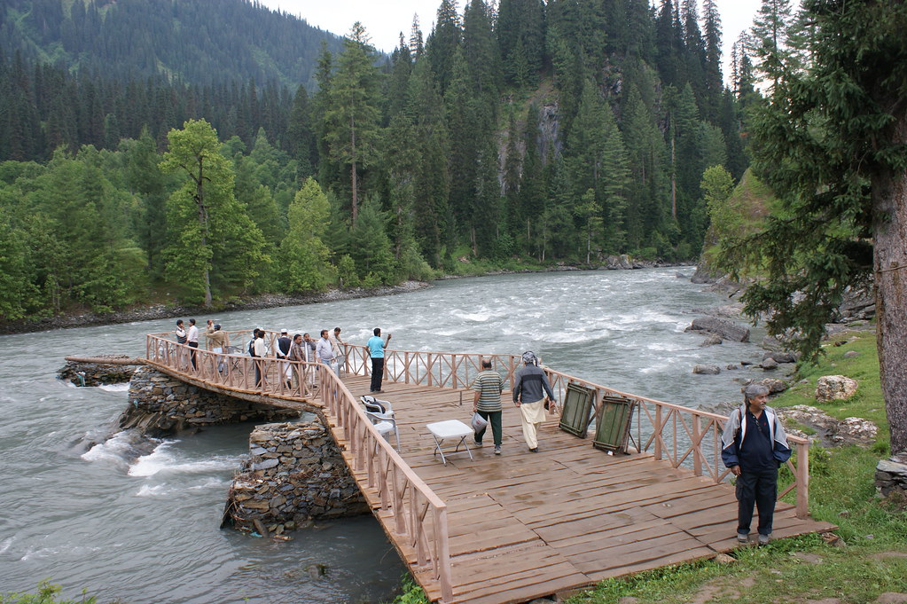 """MJC Summer 2012 Excursion to Neelum Valley with the great """"LIBRA"""" and Co - 7595702506 32b76fb48a b"""