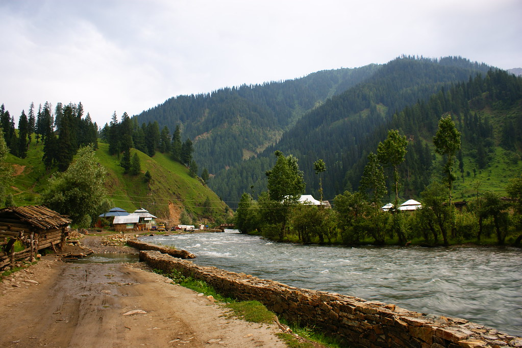 """MJC Summer 2012 Excursion to Neelum Valley with the great """"LIBRA"""" and Co - 7607685706 f0283eb6a2 b"""