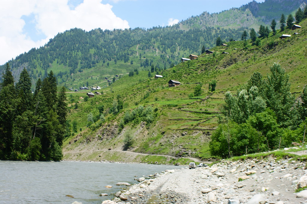 """MJC Summer 2012 Excursion to Neelum Valley with the great """"LIBRA"""" and Co - 7608668824 e3c140a338 b"""