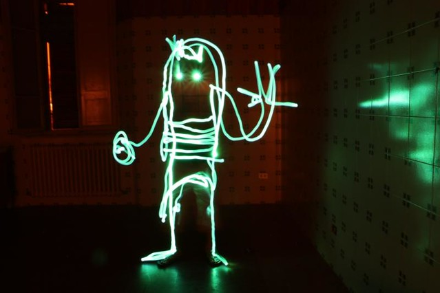 artists play with light-URKA