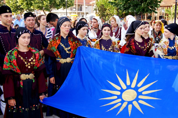 Macedonia, Greek diaspora youths with the macedonian flag #Μacedonia