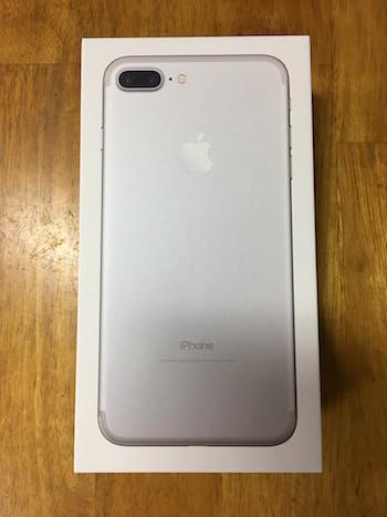 iPhone7 Plusのシルバーの外箱