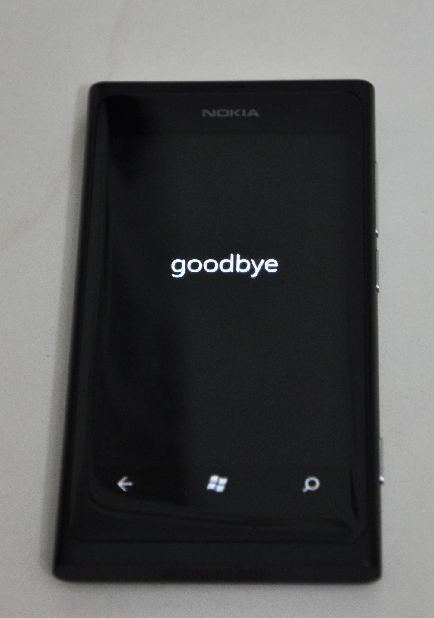Lumia 800, Switch off