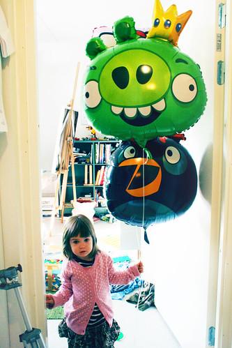 Taika & angry birds-balloons