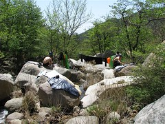 占领溪谷晒装备。