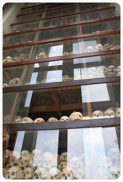 phnom penh killing fields skulls 17 levels